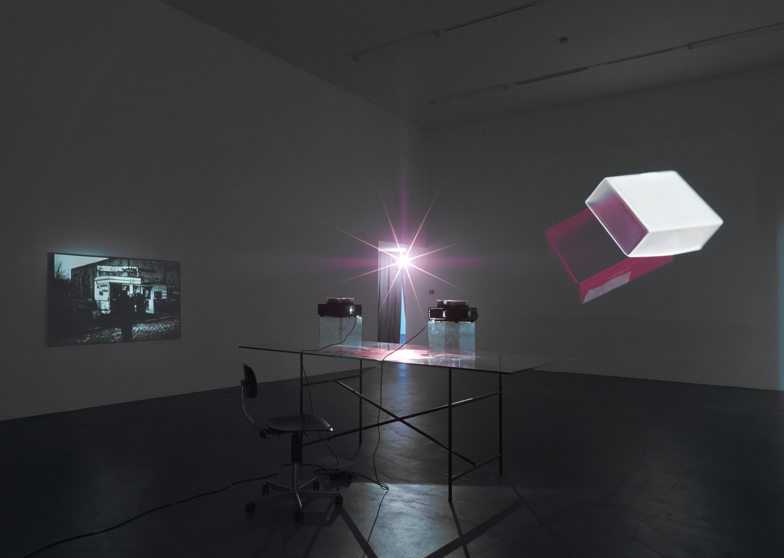 "Tris Vonna-Michell / ""Auto-Tracking"", exhibition view, Kunsthalle Zürich / 2008"