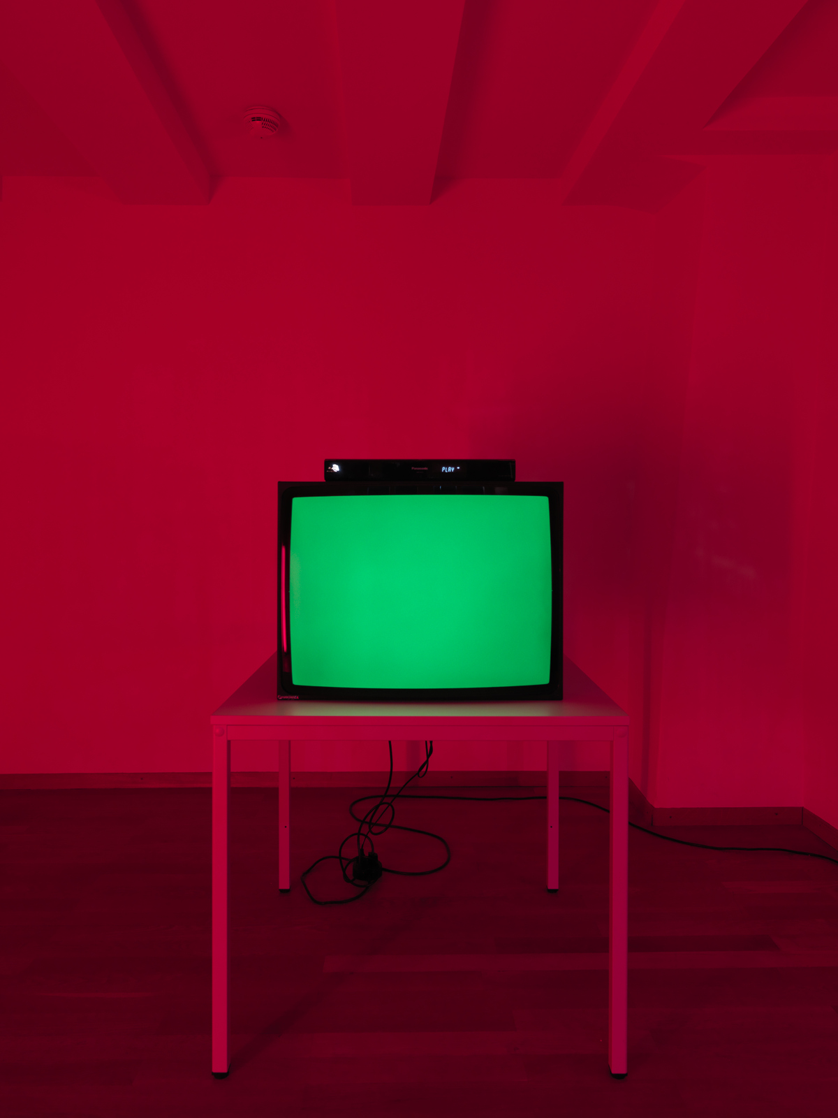 "Heimo Zobernig / ""Ohne Titel (In Red)"", exhibition view, Kunsthalle Zürich / 2011"