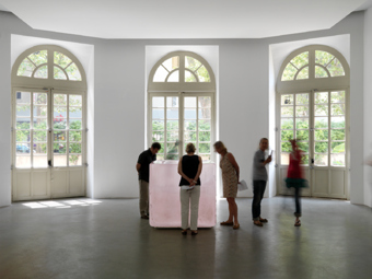 "Roni Horn / ""Roni Horn aka Roni Horn"", exhibition view, Collection Lambert, Avignon / 2009"