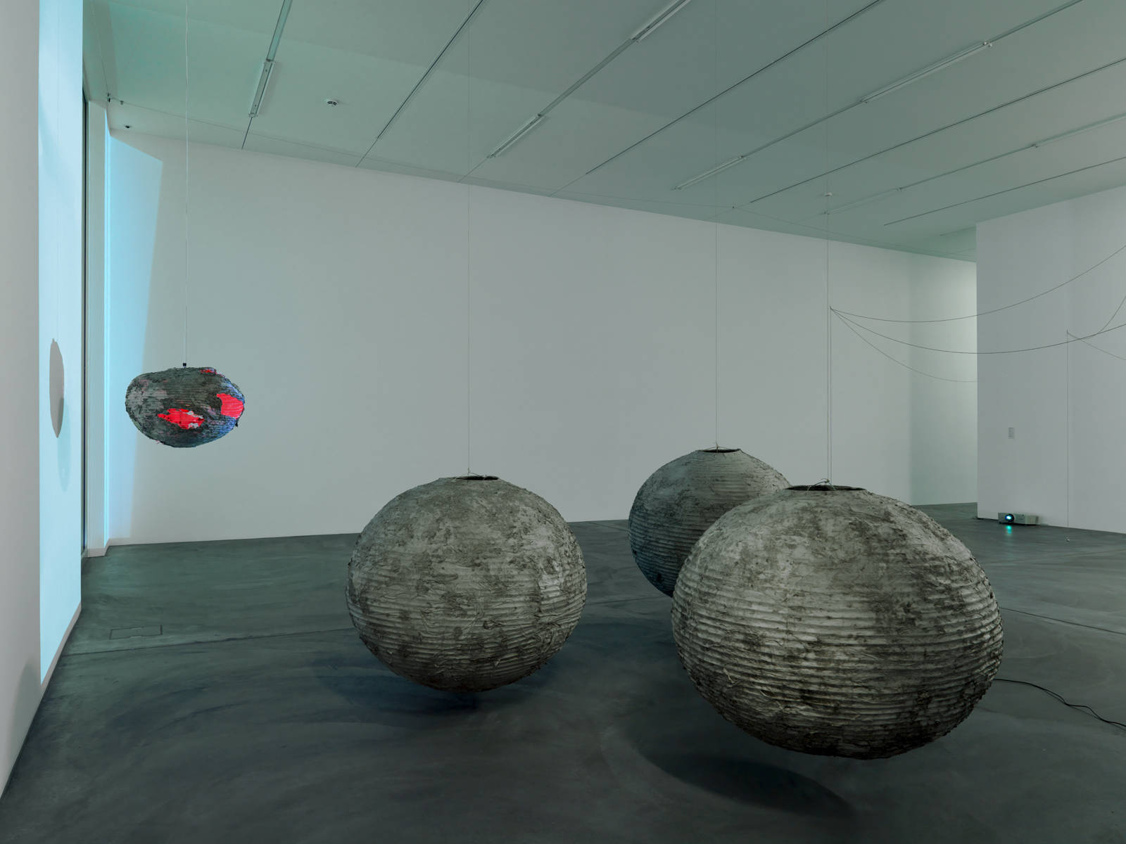 Tobias Madison / Exhibition view, Kunsthalle Zürich / 2013